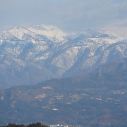 群馬県伊香保町 伊香保温泉から見た谷川連邦 山 川 無料写真素材